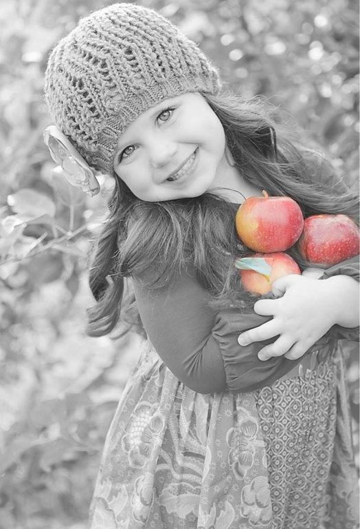 Красивые детей с яблоками 55