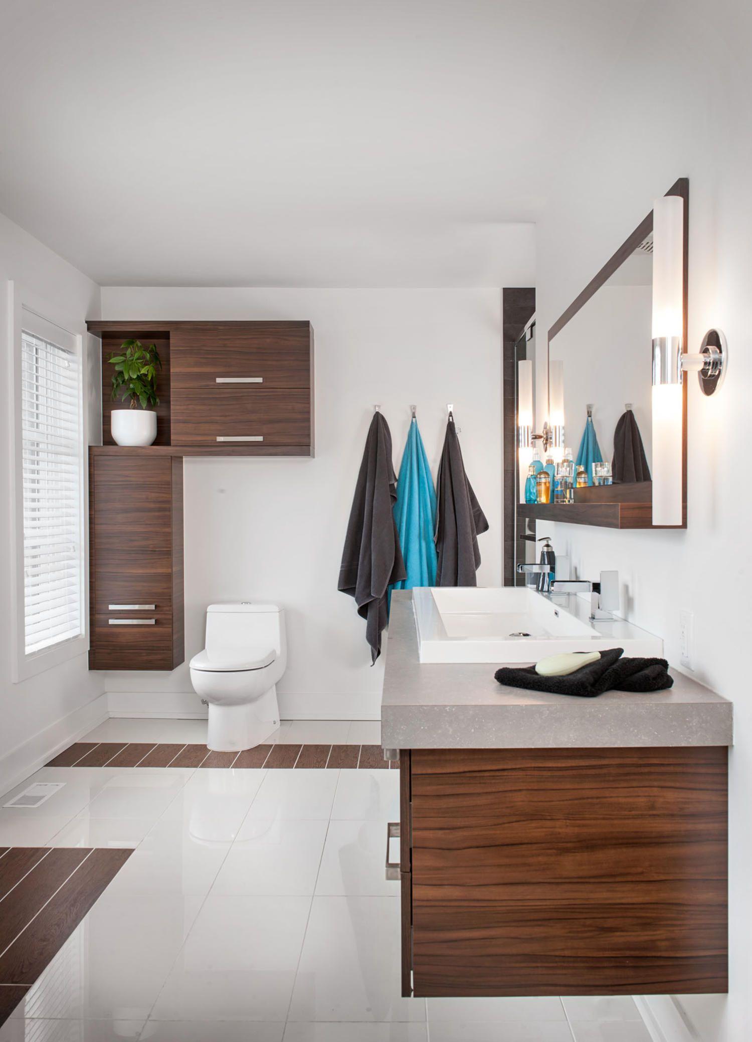 Jolie salle de bain de style contemporain. Armoires : Mélamine. Comptoir : Stratifié