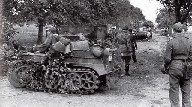 Le SdKfz 2, plus connu sous les noms de Kleines Kettenkraftrad HK 101 ou Kettenkrad . Cd00caf90eeeaf45ad30c18b91c69941