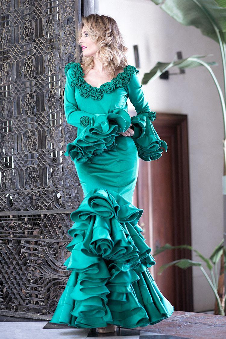 FERIA DE ABRIL 2017 – Mi Aventura Con La Moda. Green ruffle Flamenca dress+nude peep-toed pumps. April Feria Outfit 2017