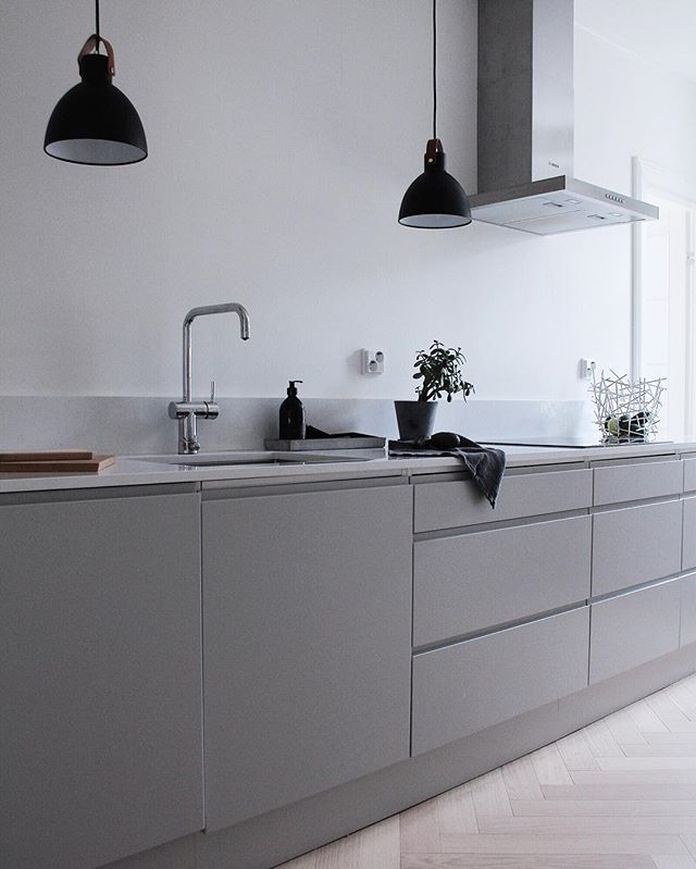 Finally I have some pics to share you from my friends beautiful home that was renovated last summer.  Love this light grey kitchen!