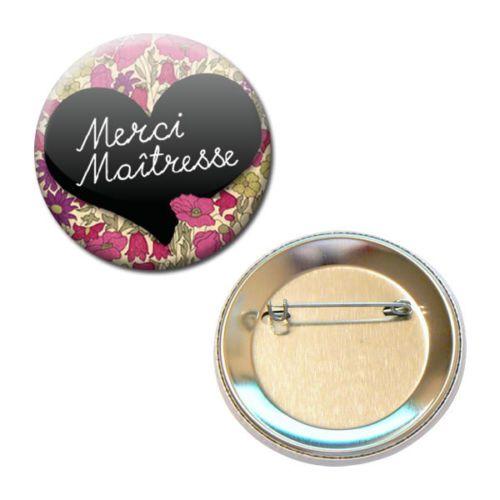 MERCI-MAITRESSE-ETIQUETTE-COEUR-ENFANT-ECOLE-CADEAU-56MM-PIN-BADGE-BUTTON #cadeau #maitresse #vacance #idee #badge #ecole