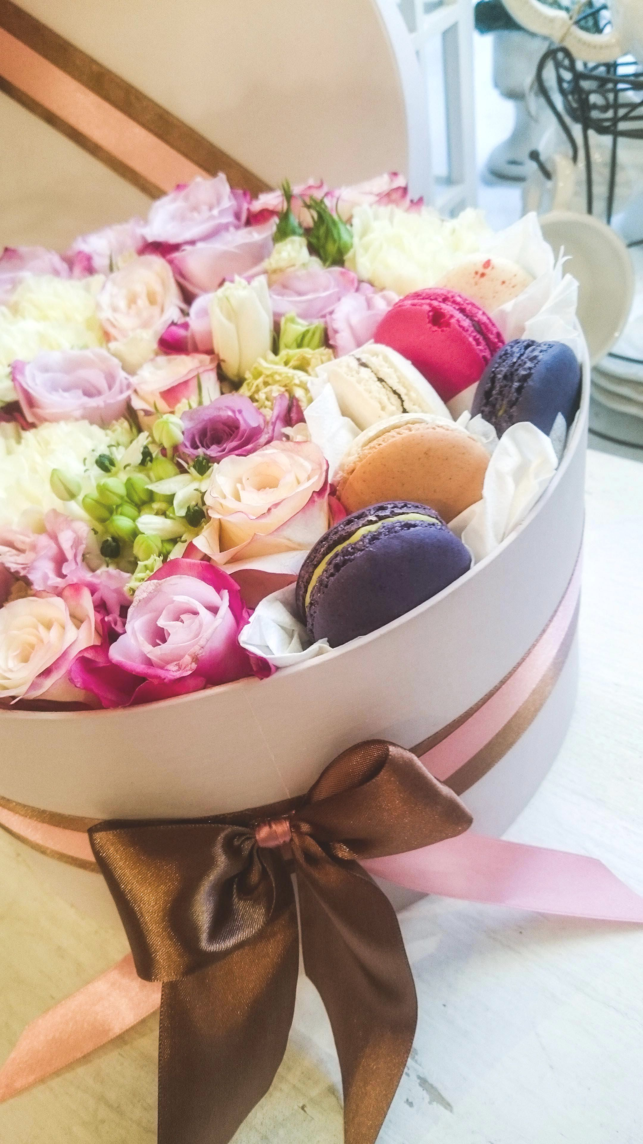Flower box with macarons   Flower boxes / Virgdobozok ...
