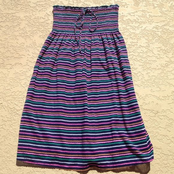 Dress Old navy dress that can be worn as a halter. This also has a lining inside. Dress is 29 inches long and 100% cotton. Wore this maybe 3 times, good condition !! Old Navy Dresses Strapless