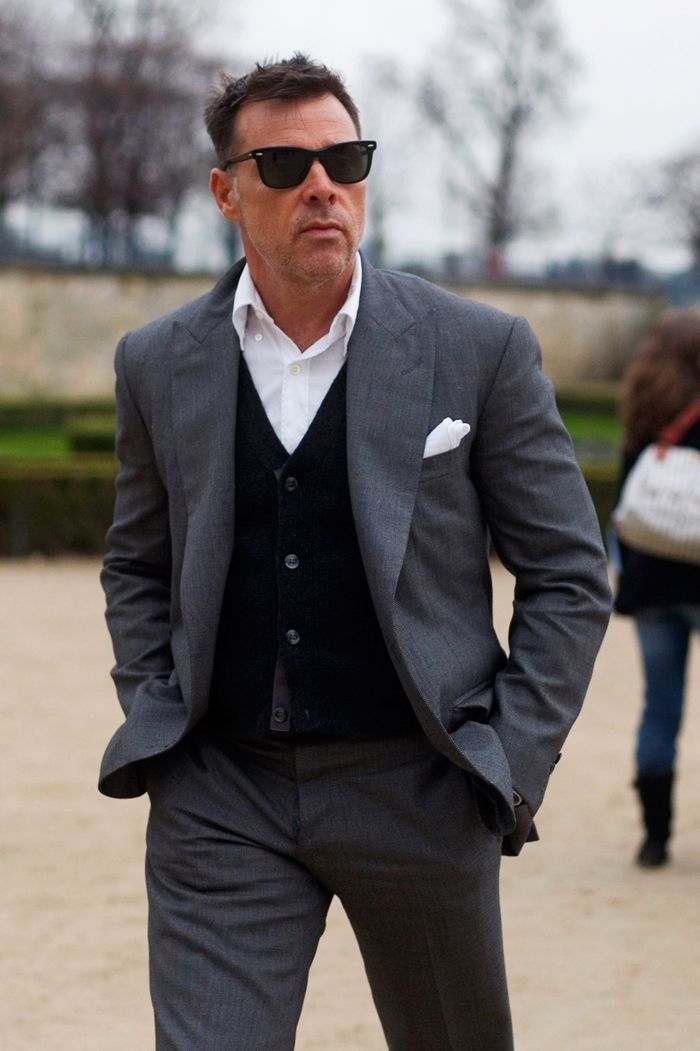 Grey suit, black/blue vest, white shirt. ,, Nice way to
