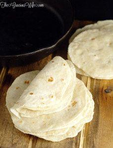 tortillas de harina hechas en casa - frugal y de manera más deliciosa que las tortillas comprados en la tienda.  , tortillas suaves y cálidos perfectos para su próxima cena de tacos o burritos noche.     consejos de cocina