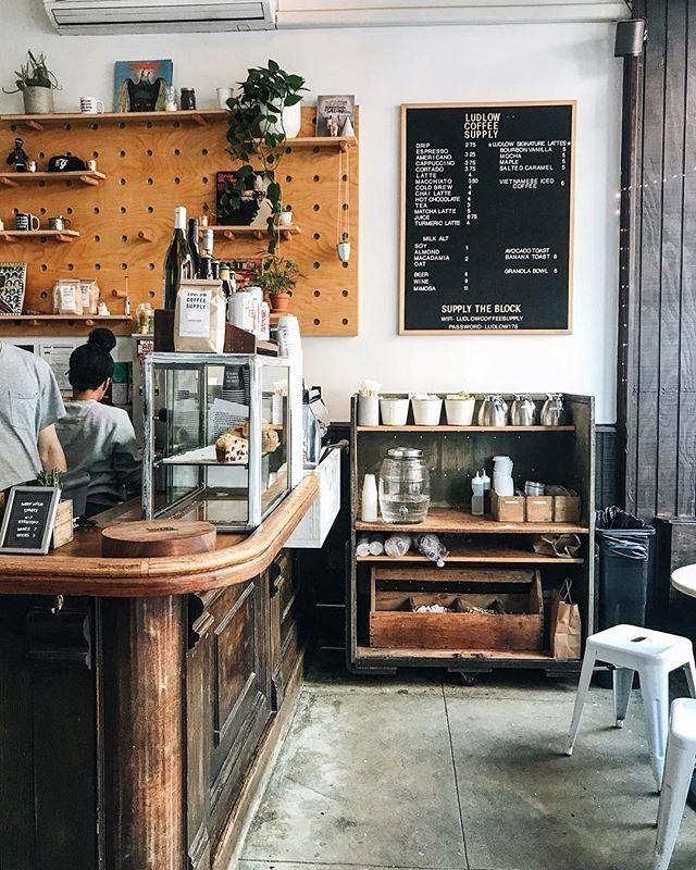 Pin Von Zora Klipp Auf Cafes Cafe Interieur Cafe Einrichtungen Kaffeebar Ideen
