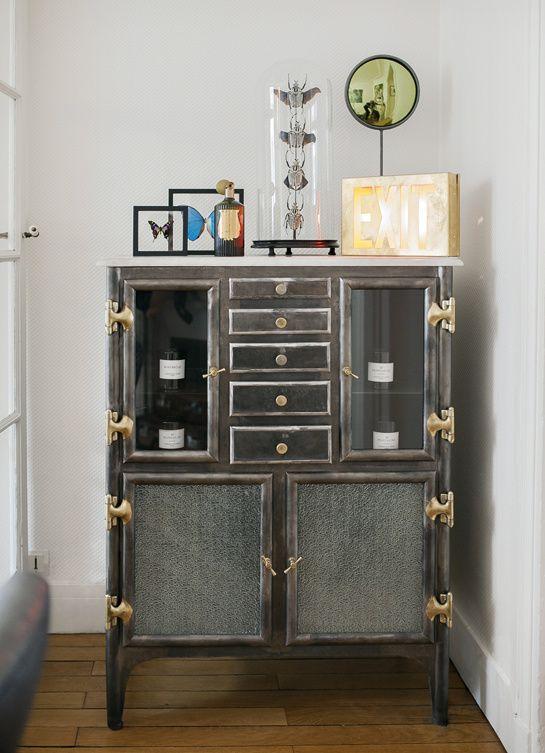 dans la salle de bain de violette lounge furniture interiors and salons. Black Bedroom Furniture Sets. Home Design Ideas