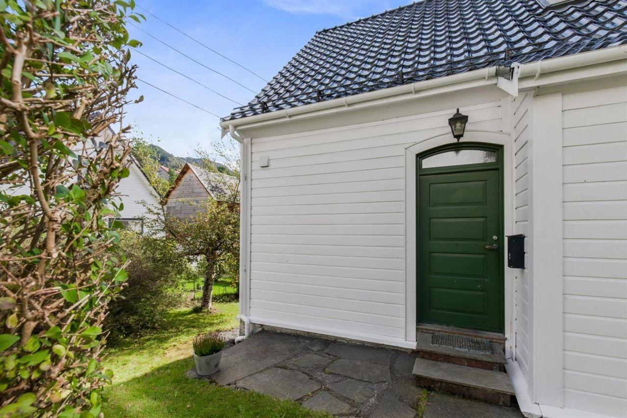 FINN – Ytre Sandviken - Pen enebolig med skjermet og flott hage. Familievennlig…