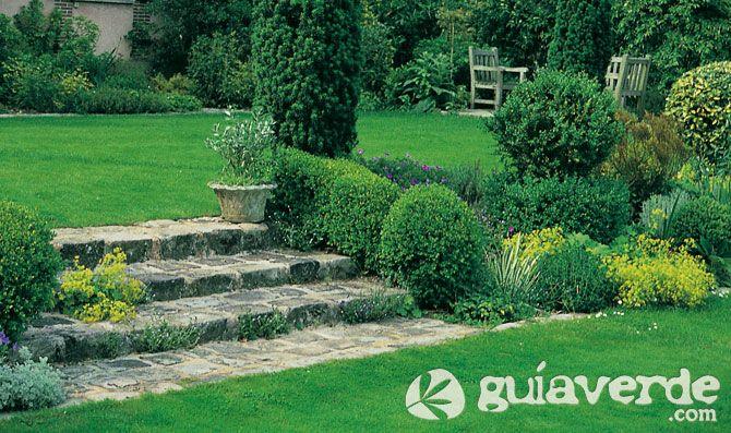 Patios con desniveles buscar con google decoracion for Jardin al aire libre de madera deco