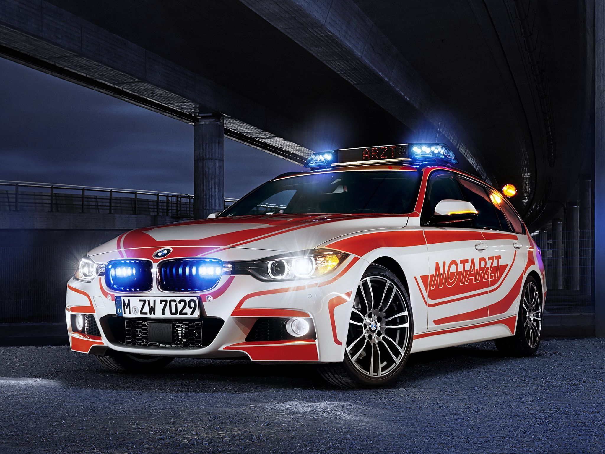 2013 BMW 3 Series Touring M Sports Package Notarzt カー