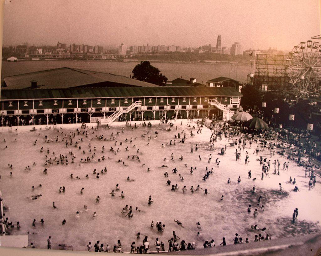 World 39 s largest salt water pool palisades amusement park - Salt water swimming pools los angeles ...