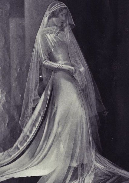 Circa 1930s couture wedding dress. Gorgeous!