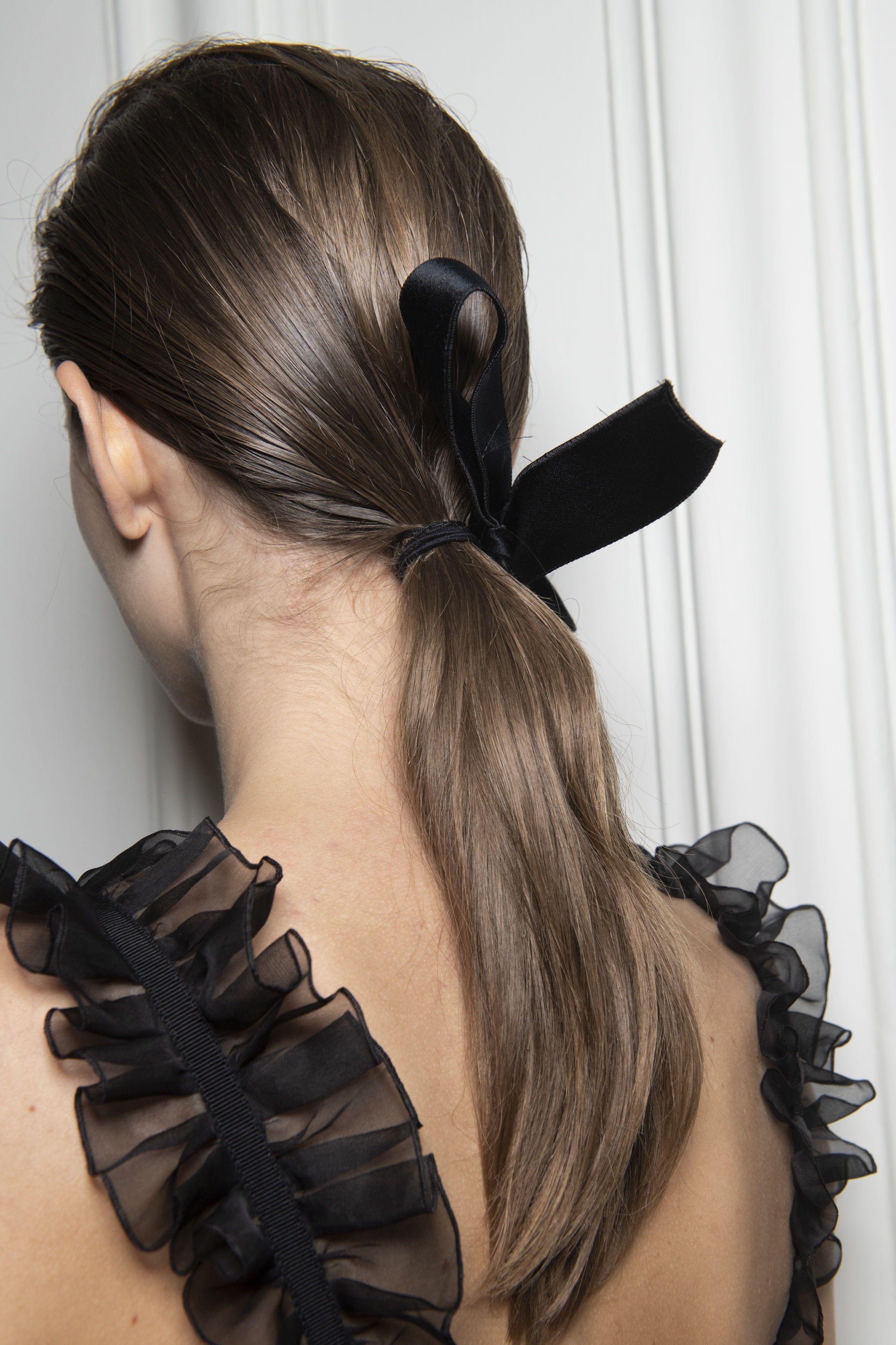Party On Das Sind Die Schonsten Frisuren Fur Silvester Frisuren Party Schonsten Silvester Silvest In 2020 Fashion Week Hair Spring Hairstyles Spring Hair Trends