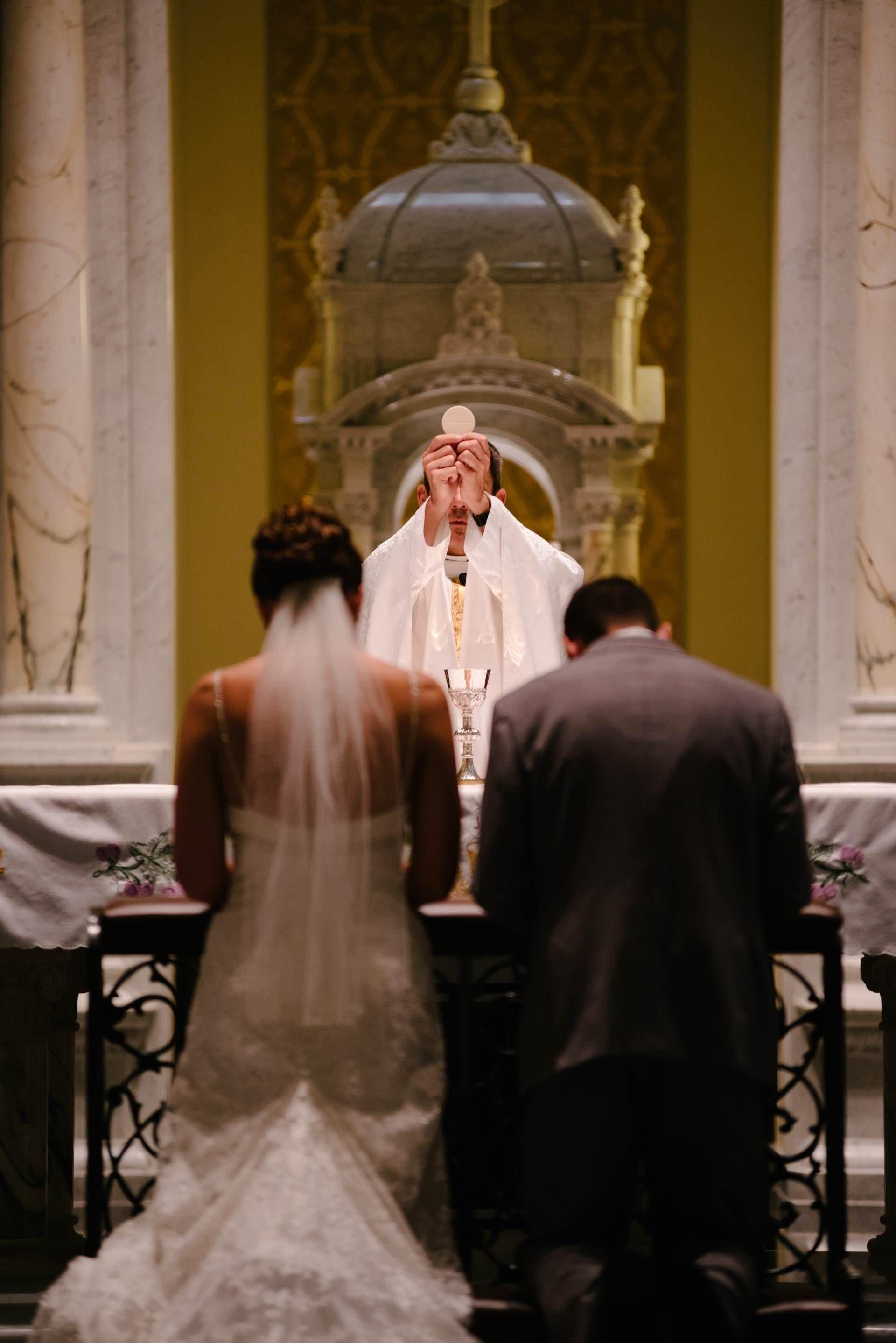 Imagen Catolica Boda Cuerpo De Cristo Eucaristia Novios