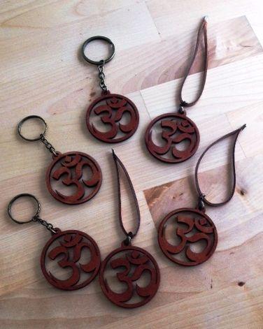 Llaveros y colgantes con el Símbolo de OM.  www.luckyzen.net