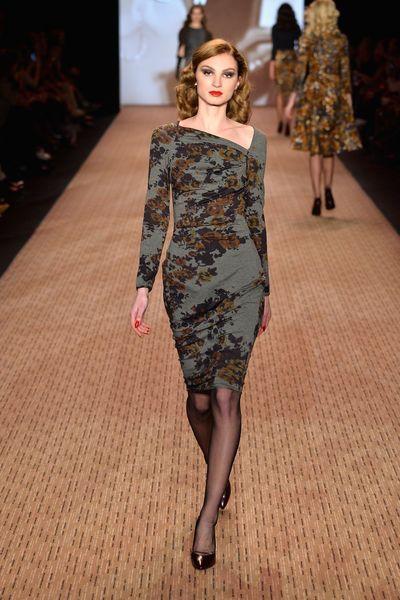 Lena Hoschek bleibt sich selbst treu: Schwingende Tellerröcke, Sanduhr-Silhouette und die typischen 50ies-Elemente machten den Look aus. GLAMOUR zeigt die Looks