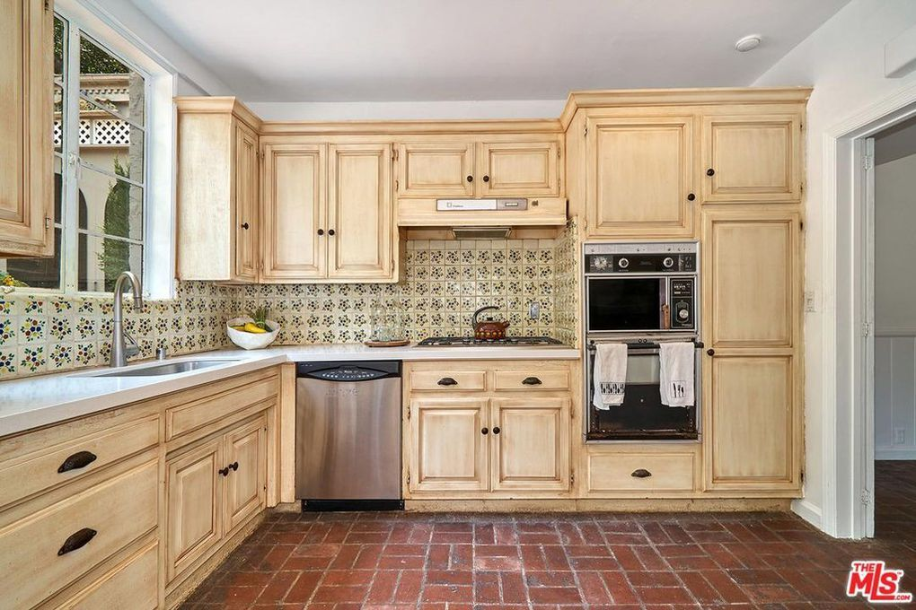 love the color of the cabinets the type of wood rh pinterest it