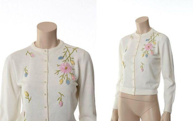 Vintage 50s 60s Embroidered Pin Up Sweater 1950s 1960s Rockabilly Bombshell Betty Happy Days Off White Acrylic Knit Cardigan Jacket / Small