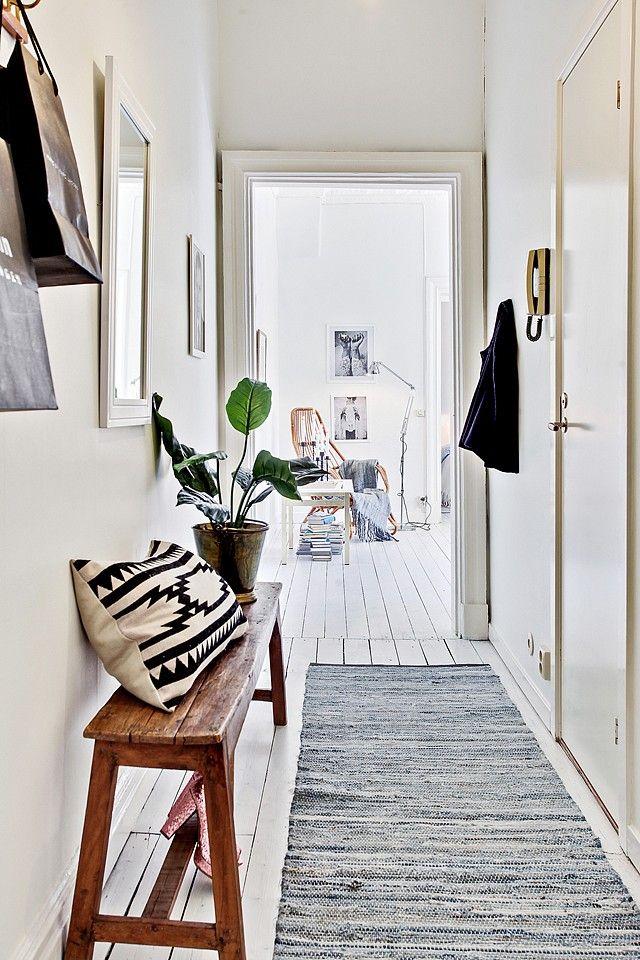 hallway / Une entrée avec un tapis de couloir Entrée Pinterest