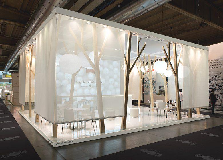 Jewellery Exhibition Stall Design : Raum im skelettgestell mit variablen stoffbahnen