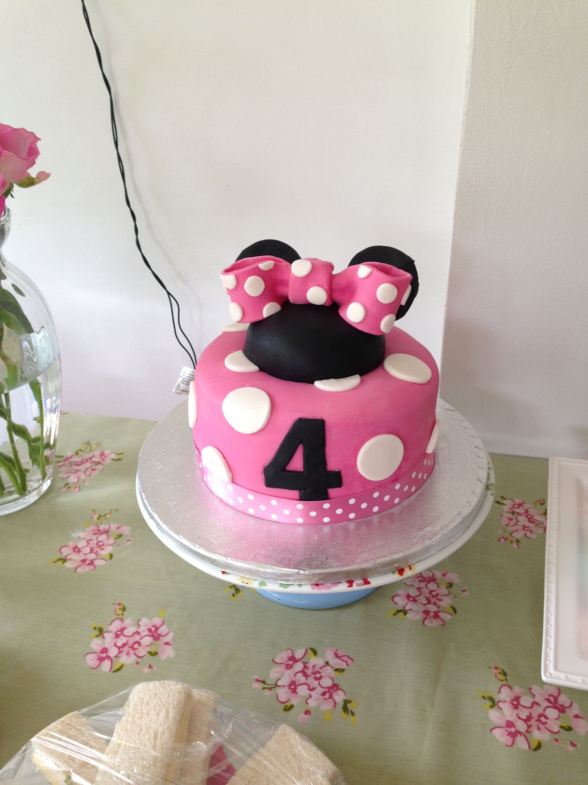 This is what I was thinking for Jemma's cake.. Maybe different ears/bow