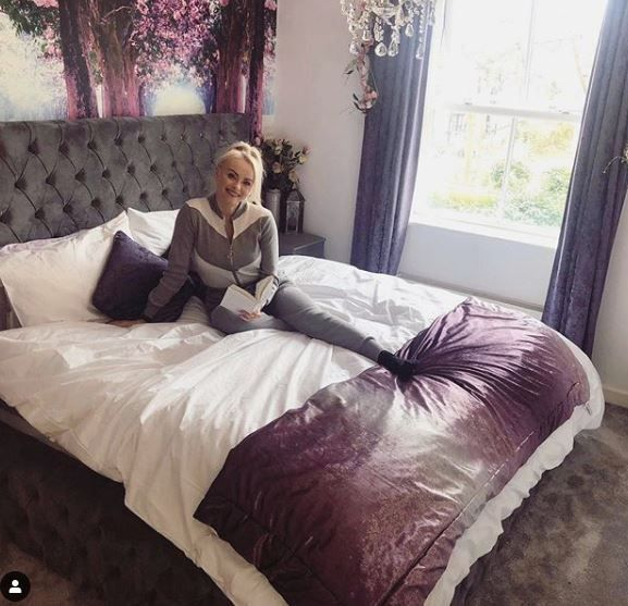 Inside ex Corrie star Katie McGlynn's glam home with huge bed, glittering chandeliers and ornate mirror 👩👩👧👦 *⃣ 🛌 #stay #athome