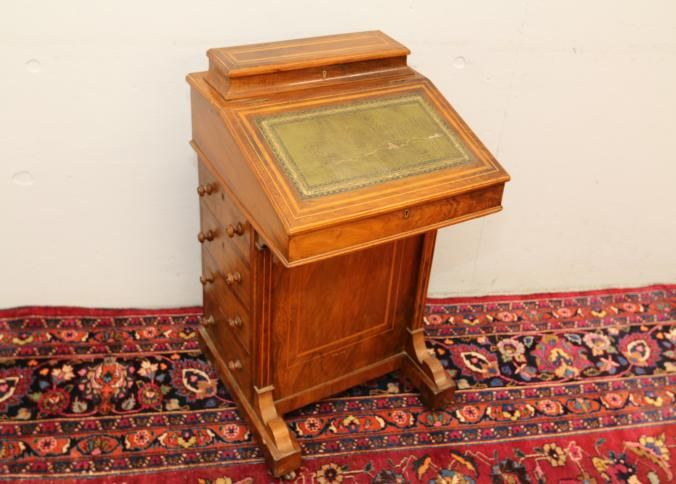 Antique Davenport Leather Top Desk With Four Drawers And Flip Having Interior Dovetail Construction On Casters 21 X20 X32 T
