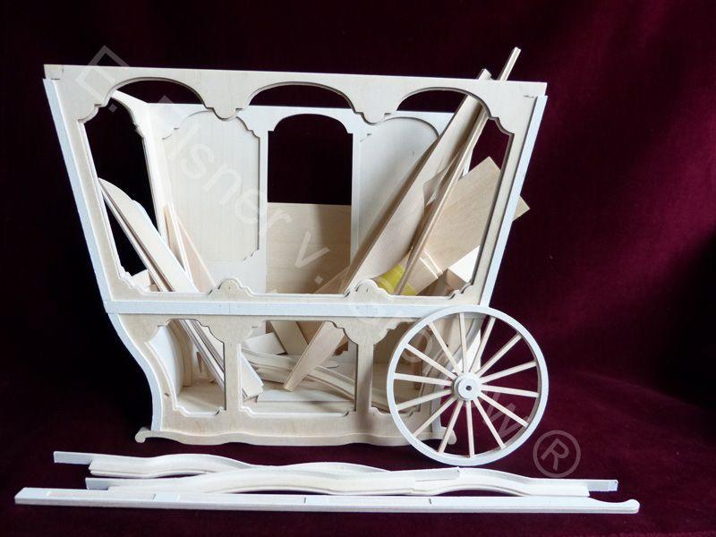 Bausatz  Die Kutsche läßt sich vielseitig einrichten, z.B. mit Macarons, Süßigkeiten, Büchern, Lavendelprodukten oder Seifen. Das Dach der Kutsche ist abnehmbar,...