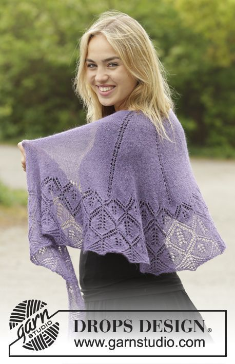 Angelique half-moon shaped lace shawl by DROPS Design. Free ...