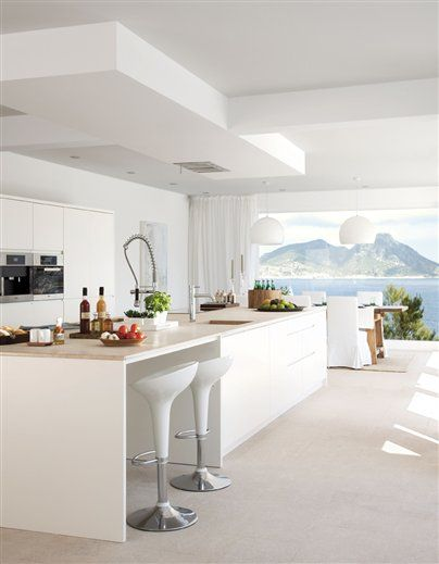 Kitchen layout all white idea