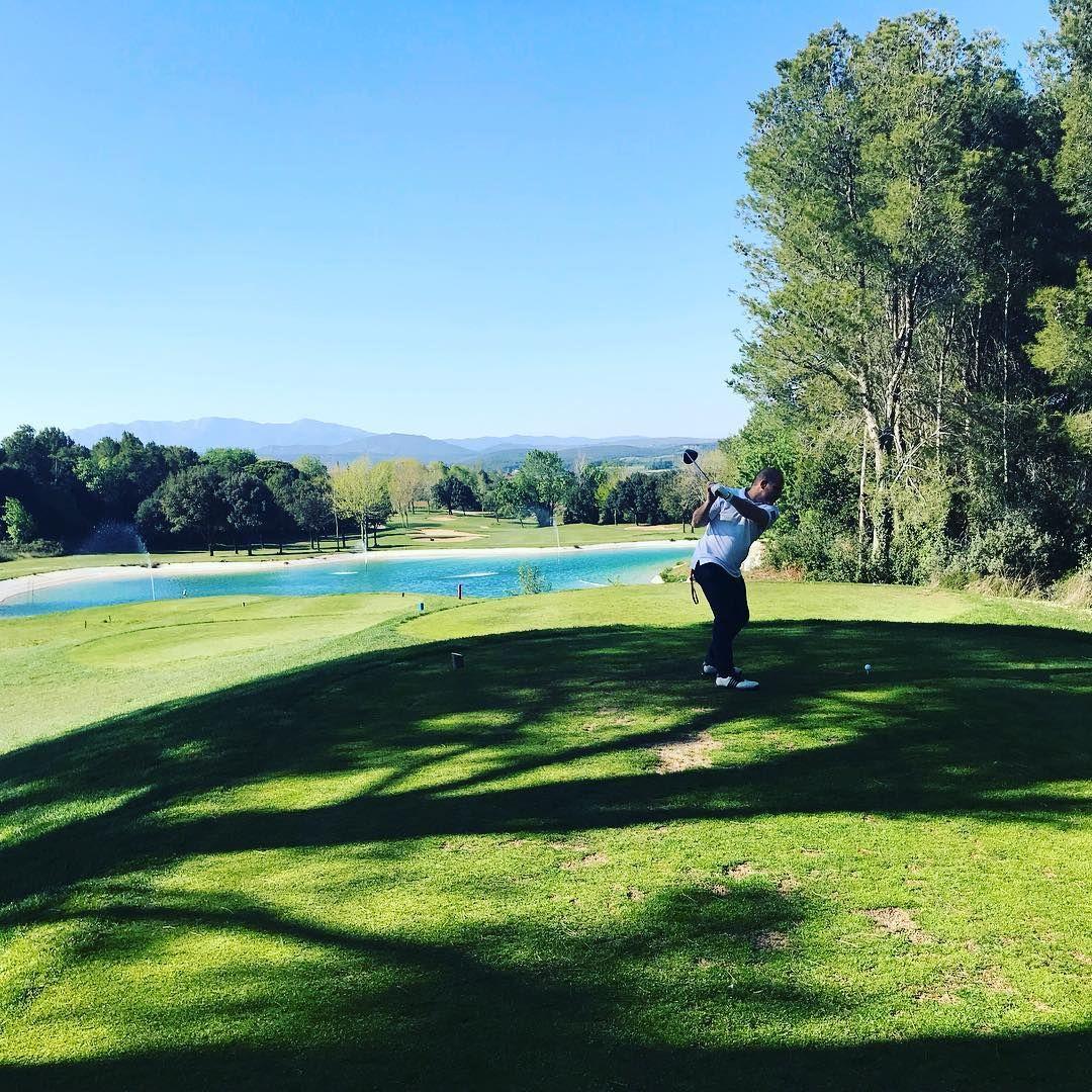 I swear Golf Courses have amazing views! 🌲🌳⛅  #golf #spa #espagne #weekend #longweekend #trip #vendreditoutestpermis #spain #navata torremironagolf #catalunya #golfing #golfer #golfcourse #golflife #instagolf #golfstagram #golfswing #whyilovethisgame #golfislife #sports #golfstyle #fitness #fun
