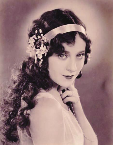 Lovely 1920s Long Hairstyles