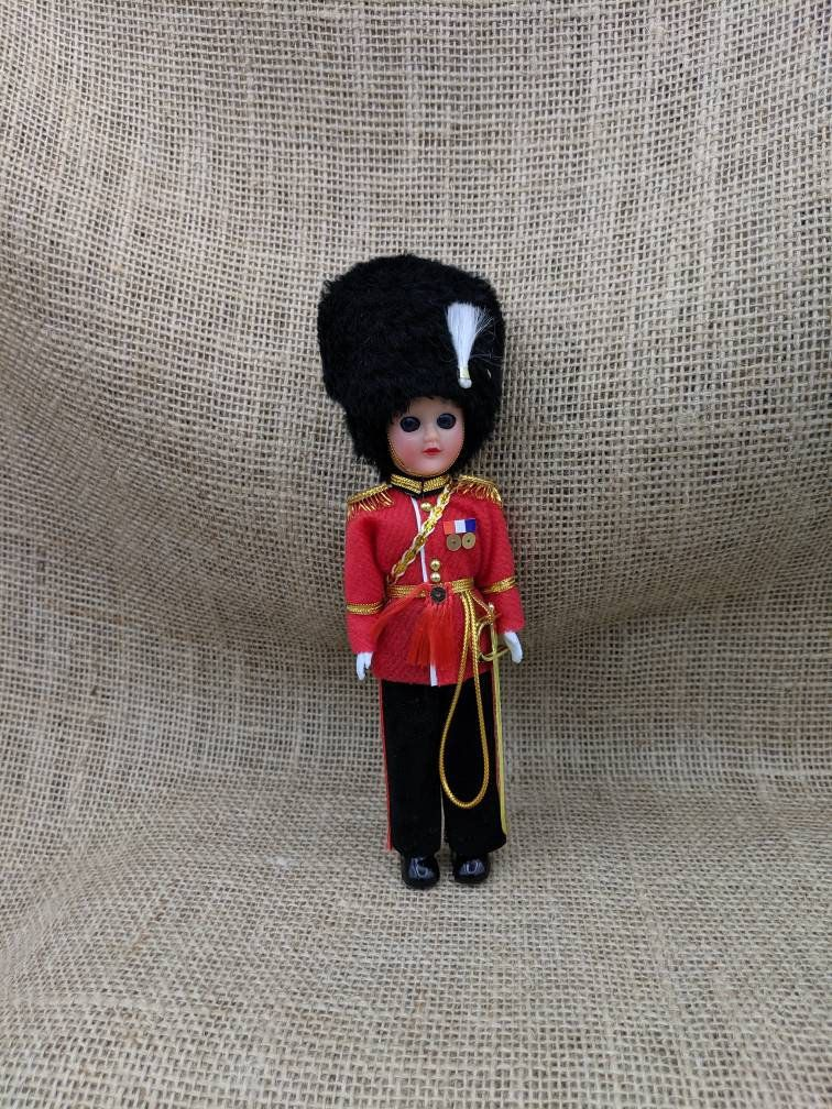 Queen S Guard Souvenir Doll London England Souvenir Queens Guard Guard British Guard