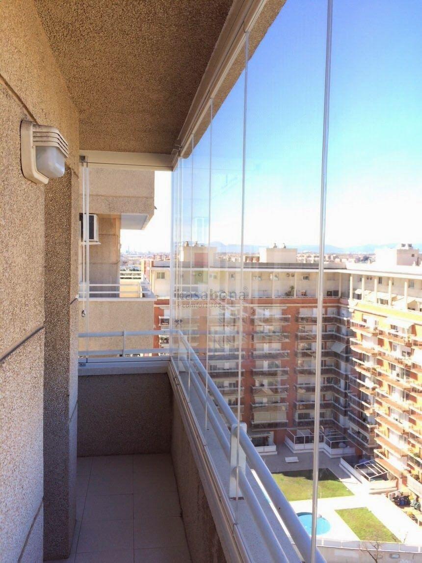 Kasabona balc n con cortinas de cristal en tarragona for Cortinas para terrazas exteriores