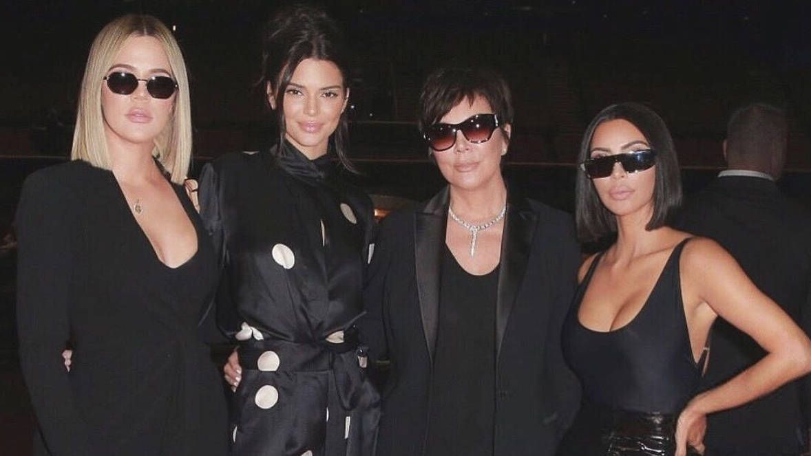 How Tall Are The Kardashians In Feet From Kris Khloe And Kim To Kourtney Kardashians Khloe Kourtne Kim Kardashian And Kanye Khloe Kardashian Kardashian