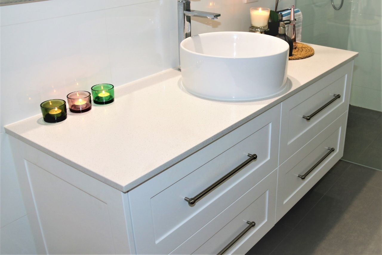 1500 Single Bowl Lucca Vanity In Shaker Style Panels With