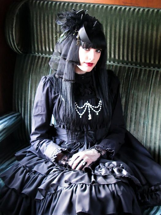 what a pretty Gothic Lolita