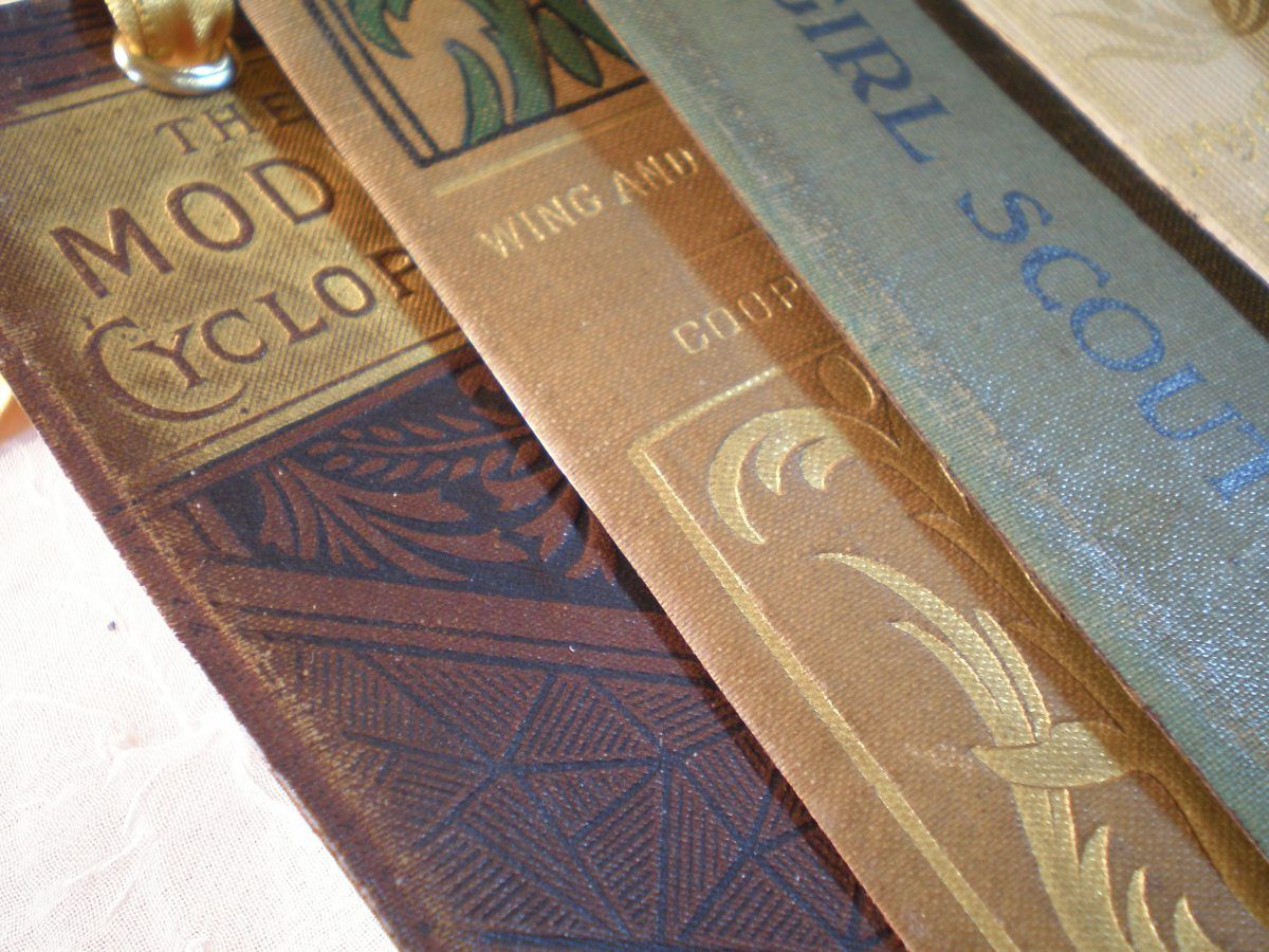 bookmarks out of old book spines diy tag feltrare pinterest