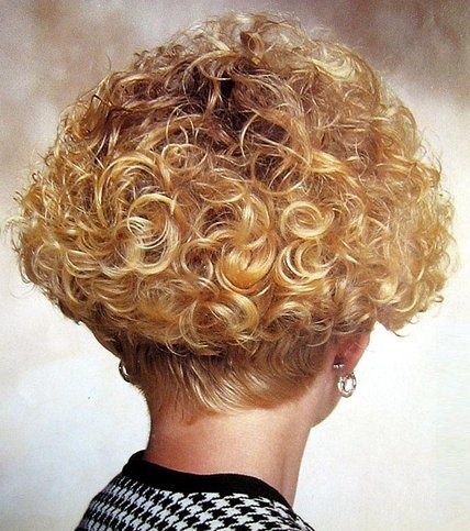 Wedge Blonde Perm Wedgehairstylescurly Curly Hair Styles Permed Hairstyles Short Curly Hair