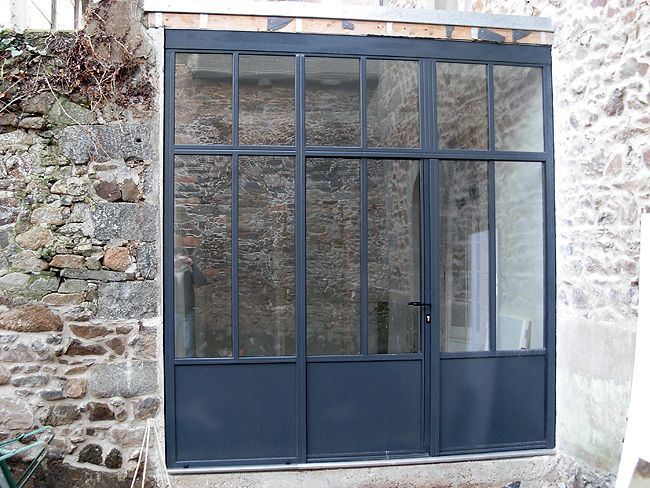 Porte portails metallique pvc portes fenetres volets saint for Porte metallique exterieure