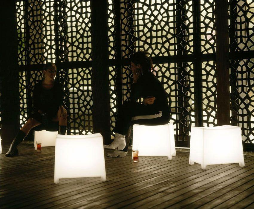 Pingl par monaco lighting design sur luminaires sans fil neoz lumi re de lampe - Eclairage de jardin sans fil ...