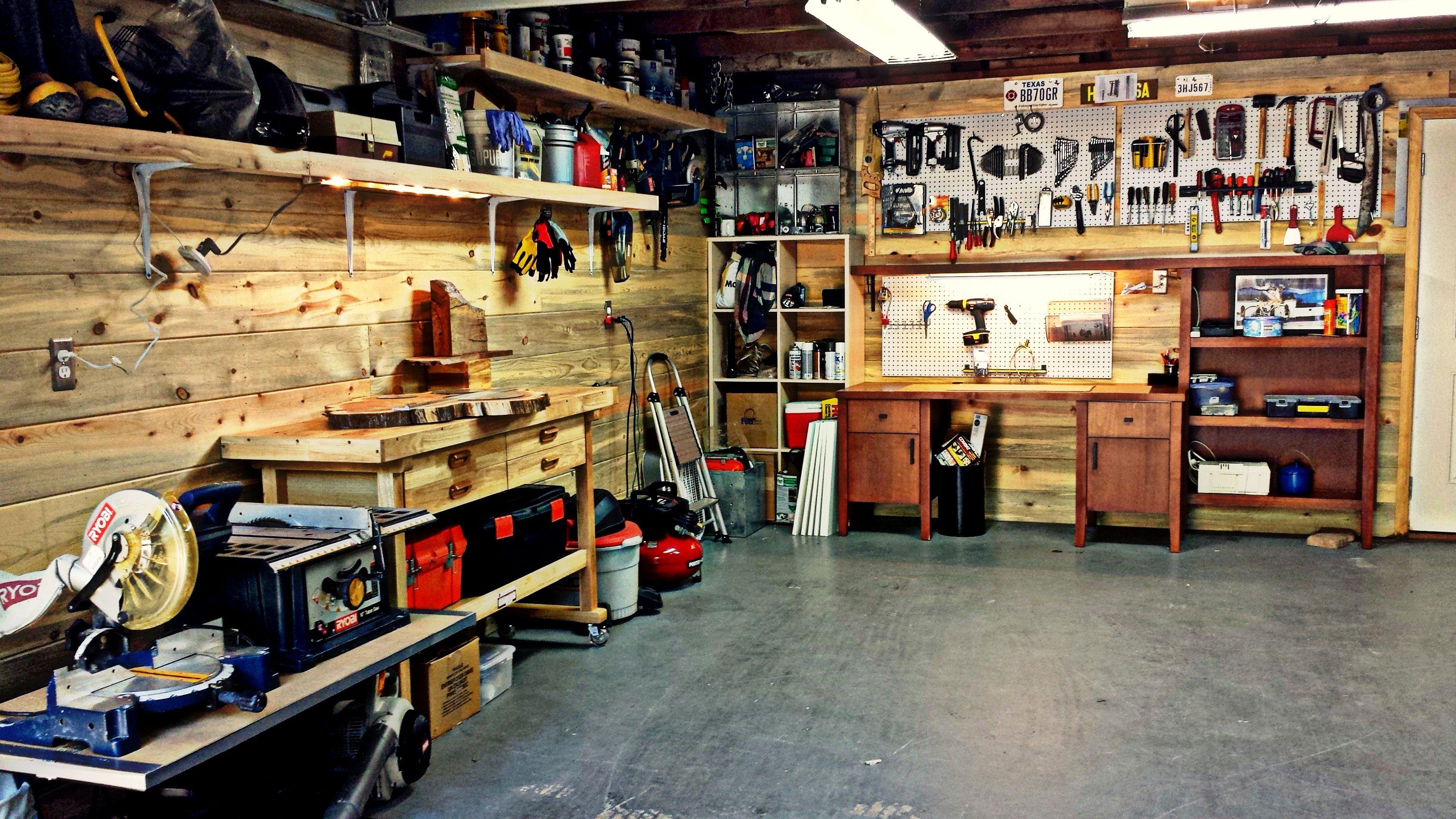 Garage workshop garage storage peg board power tools for Garage paris bar