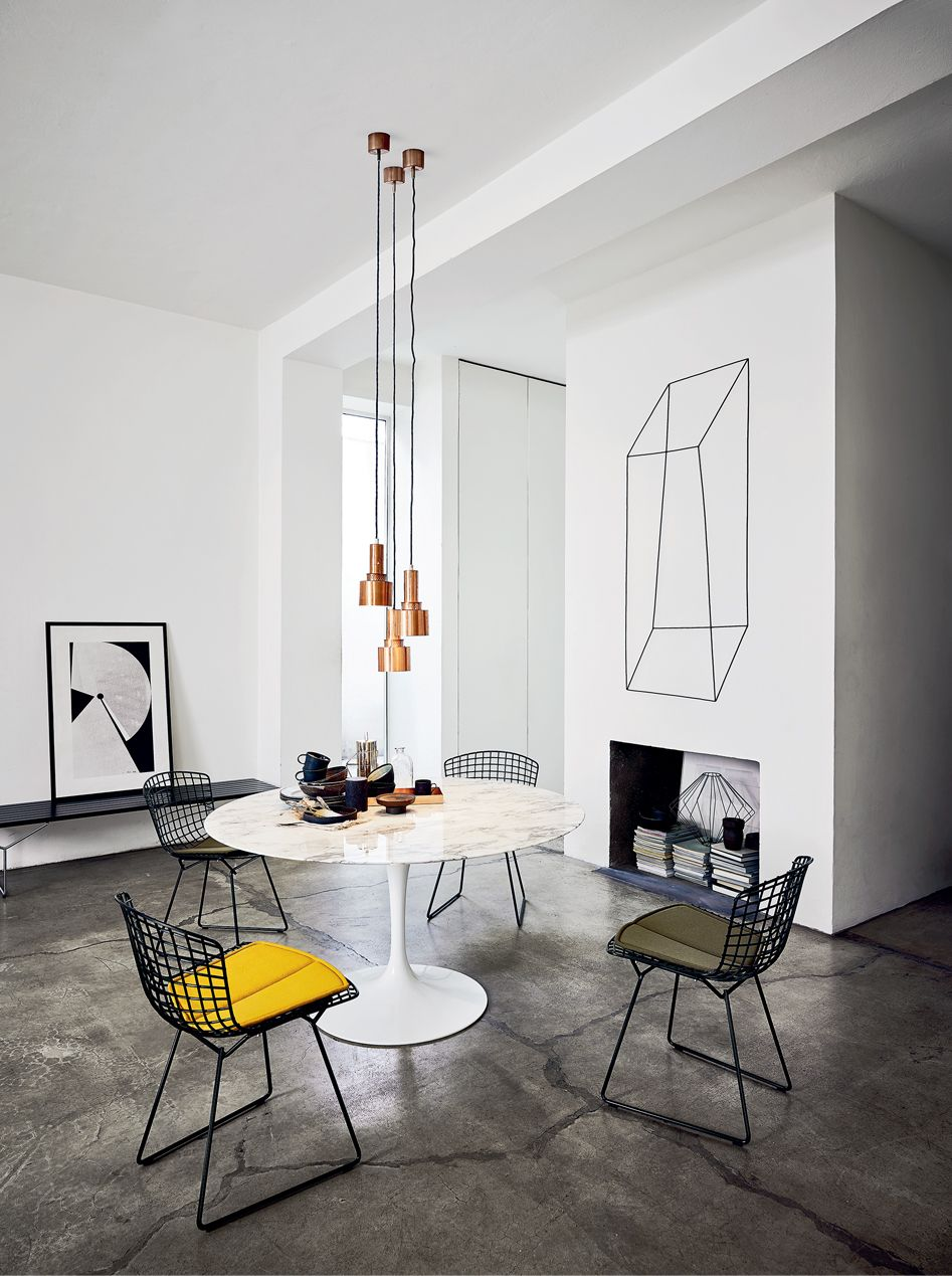 Bertoia chair dining room - Living Room With Womb Settees Bertoia Two Tone Diamond Chairs Tags Keywords Eero Saarinen Harry Bertoia Bertoia Diamond Chair Saarinen Coffee Table