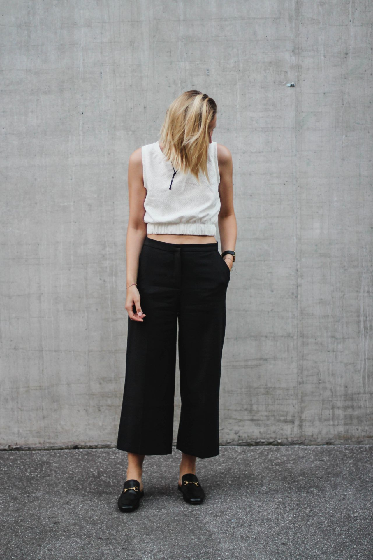 5ffe31e52 tifmys – Suede choker, Zara crop top and culottes & Gucci Princetown  slippers.