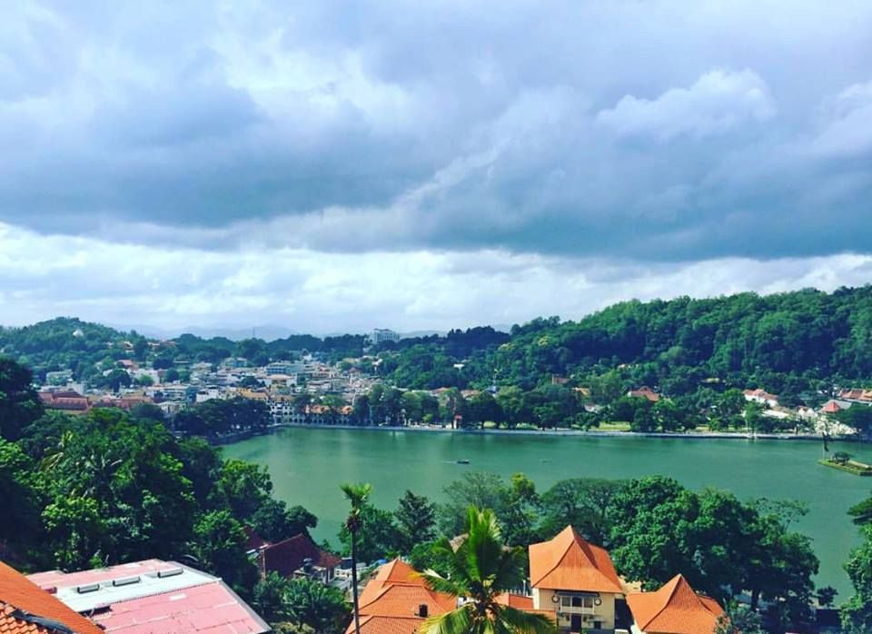 That magnificent view of the Kandy town in the evening #kandy #places #historical #city #travel #saturday #trekking