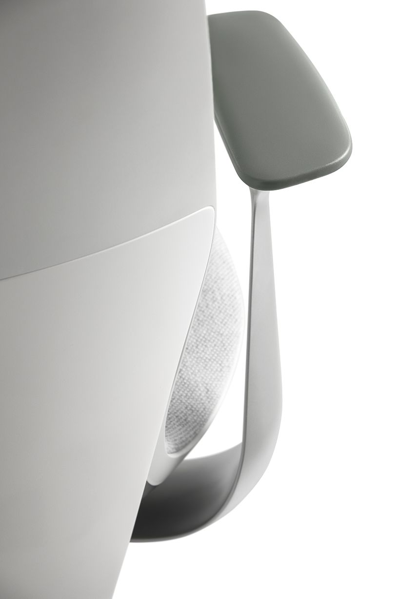 Fauteuils Steelcase Steelcase S Silq Chair Features A Material Performing Like Carbon