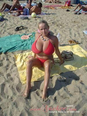 Anekee bikini pics