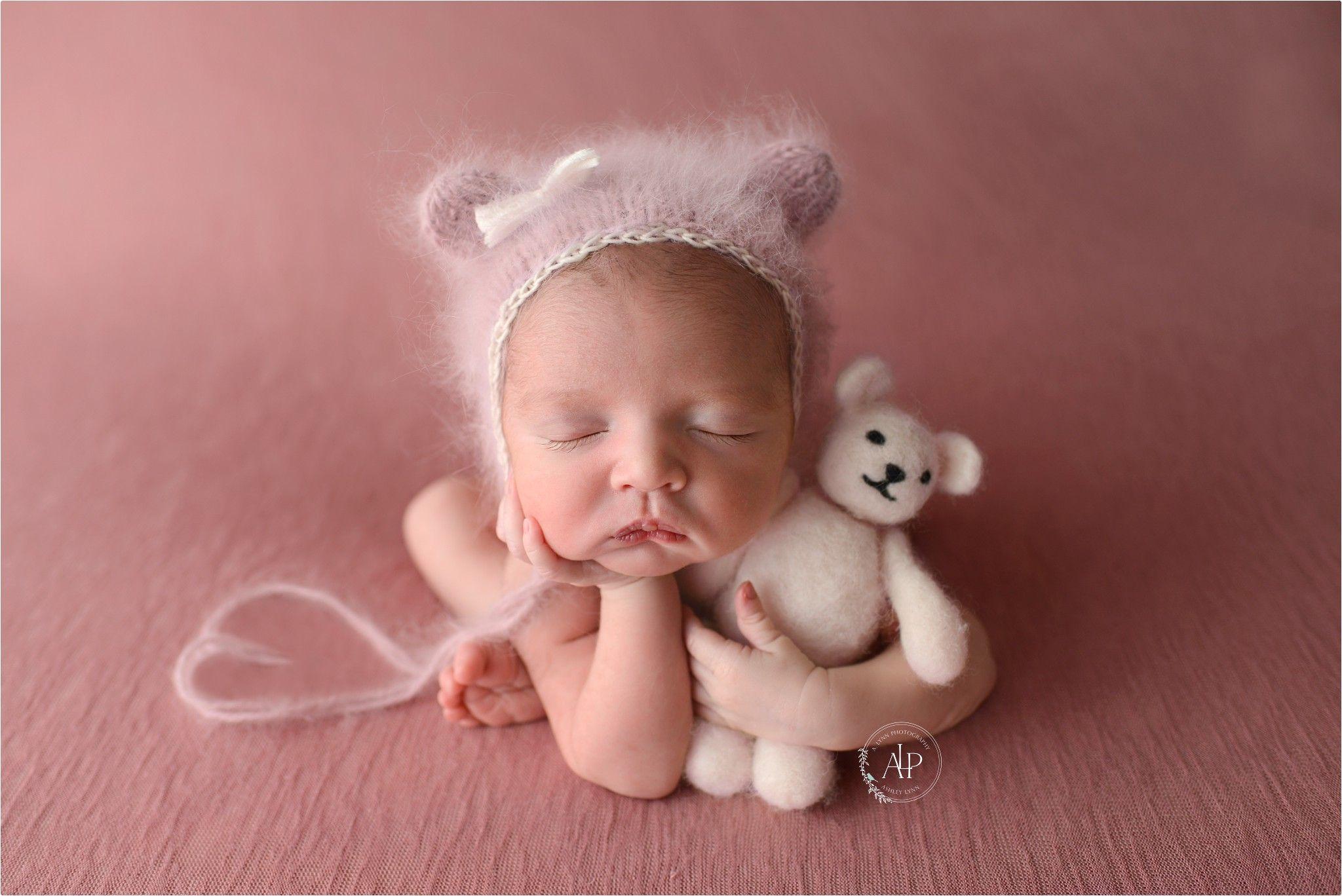 659bd8972ec3e Froggy pose, teddy bonnet, newborn poses, baby girl   Newborn poses ...