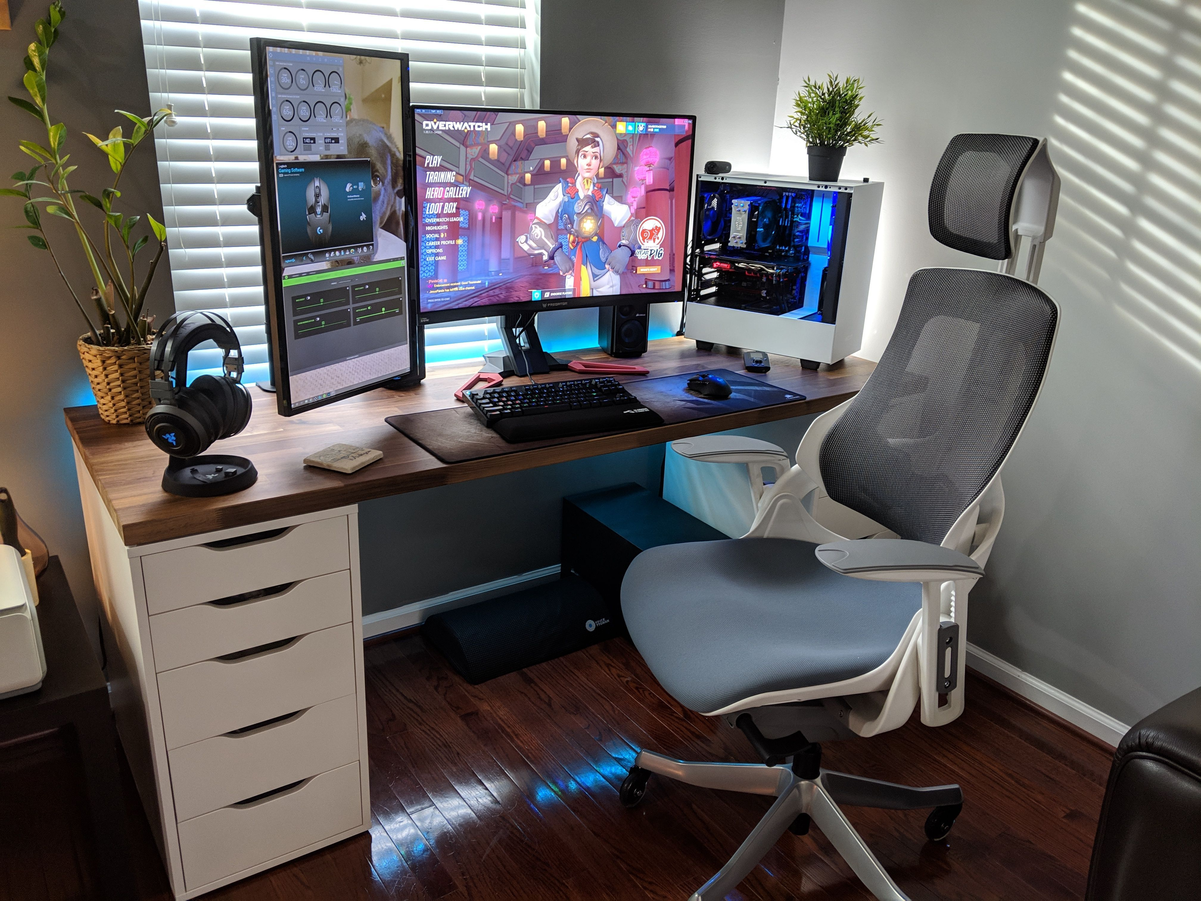 Awesome Setup With An Uplift Pursuit Ergo Chair By Saabotage900 Click For More Pics And Specs Bat Best Computer Chairs Home Office Setup Gaming Desk Setup